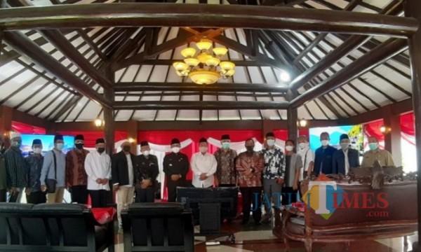 Sederet ulama dan tokoh agama dalam pemberian dukungan terhadap program Rumah Ibadah Bergerak. (Arifina Cahyanti Firdausi/MalangTIMES).