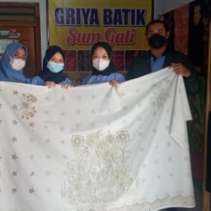 Terjun Mbangun Desa, Mahasiswa KKN Unisba Blitar Dampingi UMKM Batik Terdampak Pandemi