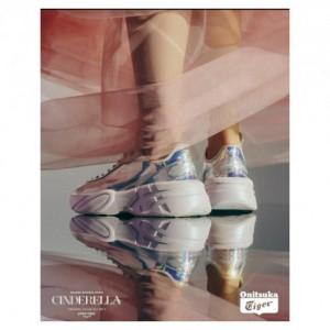 Bak Cinderella Bergaya Hype dengan Sepatu Kaca Model Sneakers, Mau Coba?