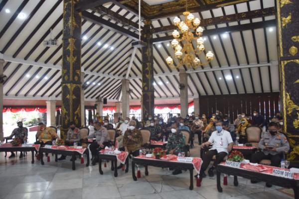 Forkopimda Kabupaten Malang saat melakukan rapat koordinasi terkait vaksinasi (foto: Humas Pemkab Malang for MalangTIMES)