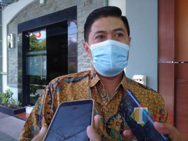 Kepala Disdikbud Kota Malang, Suwarjana SE MM (foto: Anggara Sudiongko/ MalangTIMES)