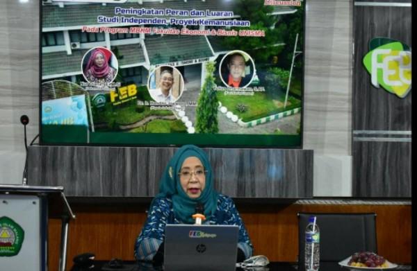 Nur Diana Dekan FEB Unisma saat memberikan sambutan dalam webinar (Ist)