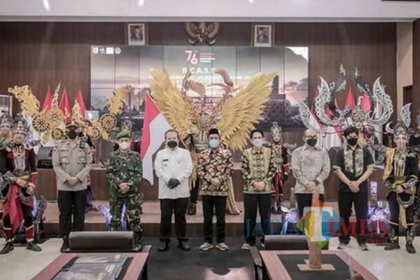 Pagelaran pameran artefak JFC yang digelar di Pendopo Wahyawibawagraha (foto : ist / Jember TIMES)
