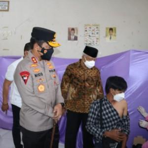 Tinjau Vaksinasi di Kabupaten Malang, Kapolda Jatim Ingatkan Warga Tetap Pakai Masker