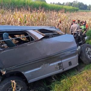Tertabrak Kereta Api, Mobil Ringsek dan Satu Orang Meninggal