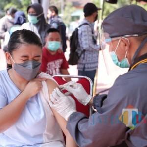 Capaian Vaksinasi Covid-19 Dosis Tiga Nakes Masih 35 Persen di Kota Batu, Ini Kendalanya