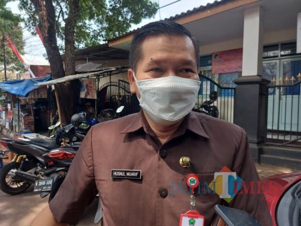 Kepala Dinas Kesehatan Kota Malang dr Husnul Muarif saat ditemui awak media di kawasan Balai Kota Malang, Senin (30/8/2021). (Foto: Tubagus Achmad/ JatimTIMES)