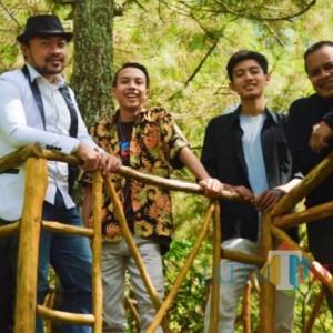 Digawangi Keponakan Didi Kempot dan Usung Pop Jawa, Bolo Ngopi Band Rillis Menang Bondo