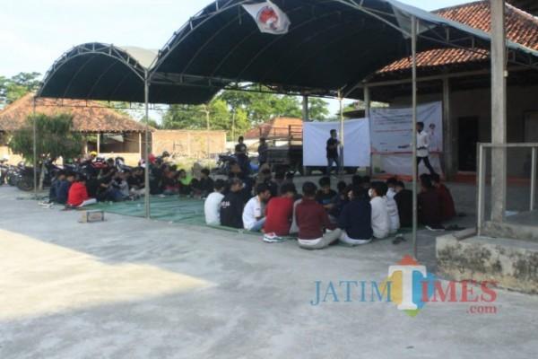 Proses perlombaan sedang berlangsung di Desa Katol Timur, Kecamatan Kokop, Bangkalan (Foto: BangkalanTIMES)
