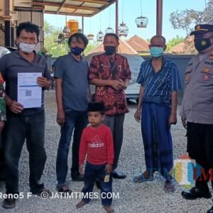 Aksi Peduli Lawan Covid-19, Tokoh Masyarakat di Sampang Lakukan Vaksinasi