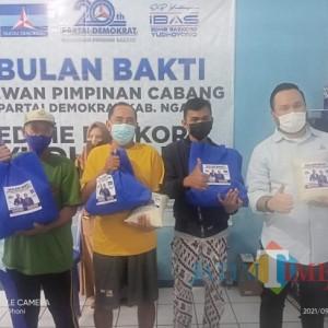 Sambut 2 Dekade, DPC Demokrat Ngawi Bagi 1.000 Paket Beras