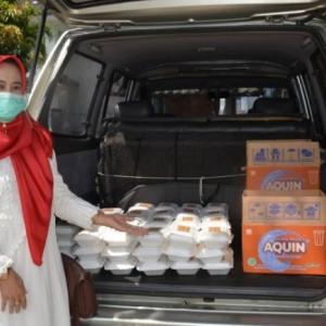 Lewat Gerakan Jumat Berkah, DWP UIN Malang Berbagi Dengan Warga Kampus