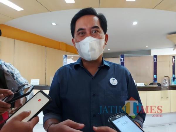 Direktur Utama Perusahaan Umum Daerah (Perumda) Air Minum Tugu Tirta Kota Malang M Nor Muhlas saat ditemui di kantor loket pembayaran tagihan di Ruko Jalan WR. Supratman, Kota Malang, Sabtu (4/9/2021). (Foto: Tubagus Achmad/JatimTIMES)