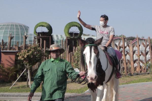 Menteri Pariwisata dan Ekonomi Kreatif, Sandiaga Uno saat berkunjung ke Batu Love Garden beberapa saat lalu. (Foto: istimewa)