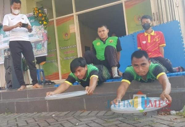 Tampak, para atlet saat lakukan evaluasi fisik di Kantor KONI Bangkalan (Foto: Imam/JatimTIMES)