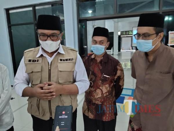 Wakil Walikota Malang Sofyan Edi Jarwoko didampingi Direktur JatimTIMES Lazuardi Firdaus.(Foto: Riski Wijaya/MalangTIMES).