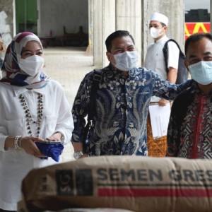 SIG Bantu 2.000 Zak Semen untuk Gedung Pendidikan di Jateng
