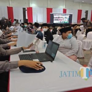 Ribuan Santri dan Pengurus Ponpes di Jombang Ikuti Vaksinasi Serentak yang Dipantau Jokowi