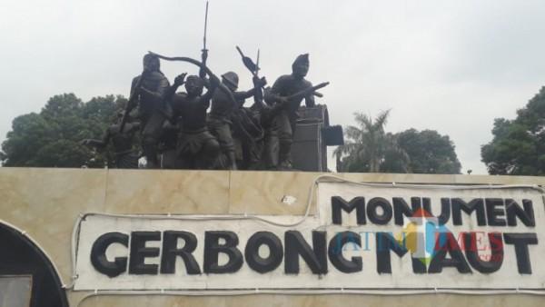 Menumen gerbong maut di Alun-alun Bondowoso (Foto: Abror Rosi/ JatimTIMES)