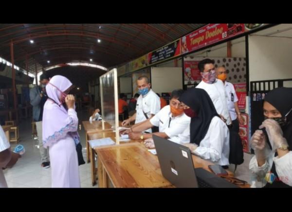 Proses penyaluran penerima bantuan PKH di Kota Malang. (Foto: Dokumentasi JatimTIMES).