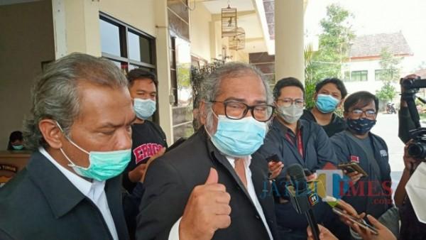 Komnas PA Arist Merdeka Sirait saat berada di Polres Batu Kamis (9/9/2021). (Foto: Irsya Richa/MalangTIMES)