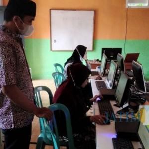 Antusias Tinggi, Warga Belajar PKBM Mubarok Banyuwangi Ikuti Gladi Bersih ANBK 2021