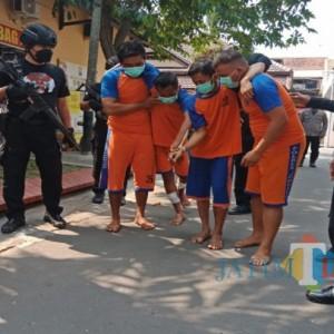 4 Perampok Bersenjata Api di Minimarket Jombang Diringkus Polisi