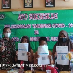 Ratusan Siswa MTs-MA Yayasan  Bustanul Ulum Ikuti Vaksinasi