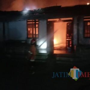 Lilin Terguling, Rumah Warga di Tulungagung ini Ludes Terbakar