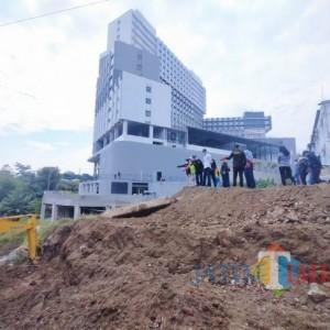 Antisipasi Penumpukan Kendaraan, DPUPRPKP Bakal Lebarkan Akses Menuju Jembatan Tlogomas