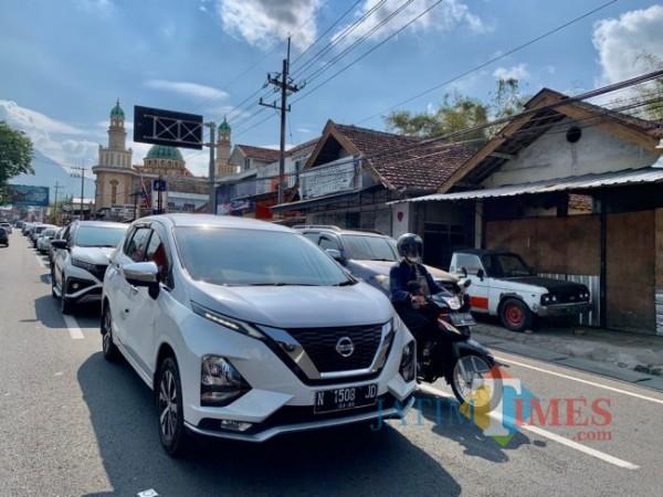 Kemacetan yang terjadi di Jalan Ir Soekarno, Kecamatan Junrejo, Kota Batu. (Foto: Irsya Richa/MalangTIMES)
