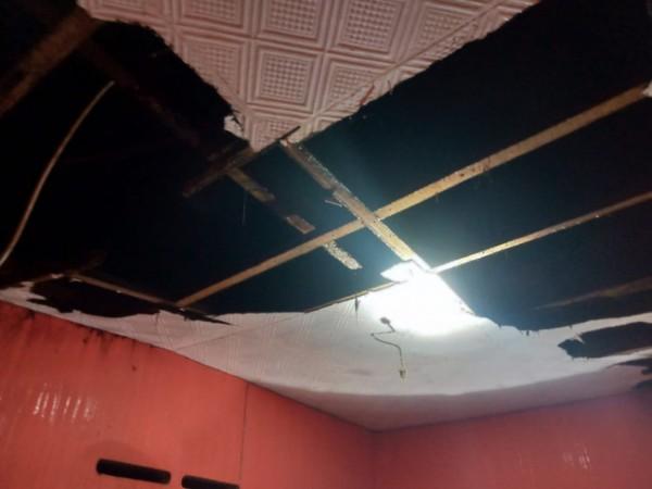 Kondisi atap ambrol di Jalan Wukir, Gang 11B, Kelurahan Temas, Kecamatan Batu, Kota Batu, Sabtu (11/9/2021). (Foto: istimewa)