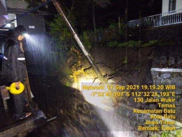 Kondisi plengsengan ambrol di Jalan Wukir, Kelurahan Temas, Kecamatan Batu, Sabtu (11/9/2021). (Foto: istimewa)