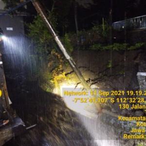 Curah Hujan Tinggi, Plengsengan Ambrol di Kota Batu Bahayakan Pelayanan Kesehatan