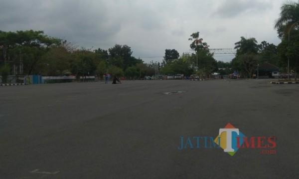 Kondisi terkini area Stadion Kanjuruhan yang semakin sepi.(Foto: Riski Wijaya/MalangTIMES).