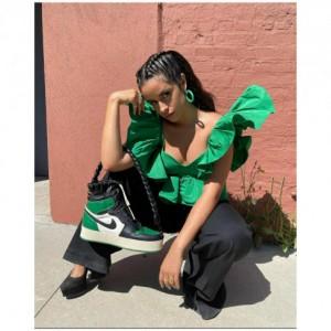Unik! Tas Tangan Model Sneaker Nike Air Jordan 1 Retro Dipakai Camila Cabello Berharga Puluhan Juta