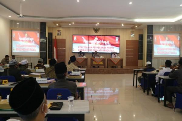 Suasana pembinaan kepada perwakilan takmir masjid di Kabupaten Malang (foto: Humas Polres Malang for MalangTIMES)
