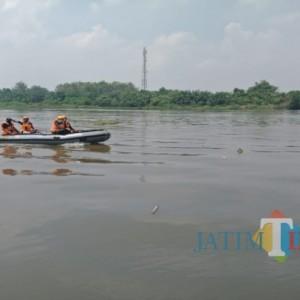 Seorang Pencari Ikan Hanyut di Sungai Brantas Jombang, Kini Masih dalam Pencarian