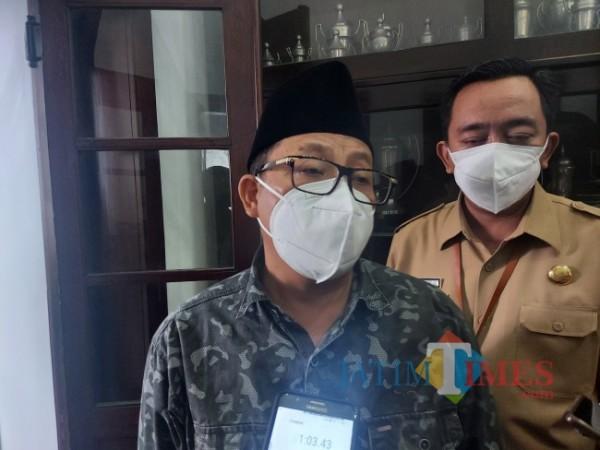 Wali Kota Malang Sutiaji saat ditemui awak media di Balai Kota Malang, Senin (13/9/2021). (Foto: Tubagus Achmad/JatimTIMES)