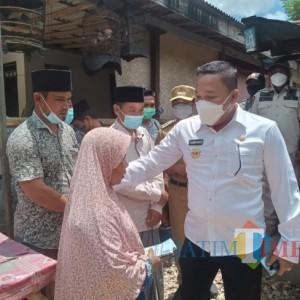 Ketika Bupati Sampang Rogoh Kocek Pribadi untuk Bantu Warganya yang Susah