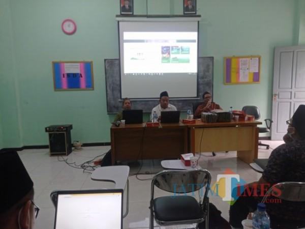 Pelatihan Operator Pendataan Madrasah Diniyah (Madin) dan Guru Madin Di Al Hidayah Desa Lajukidul, Kecamatan Singgahan, Kabupaten Tuban (14/09/2021) (Foto: Ahmad Istihar/ JatimTIMES)