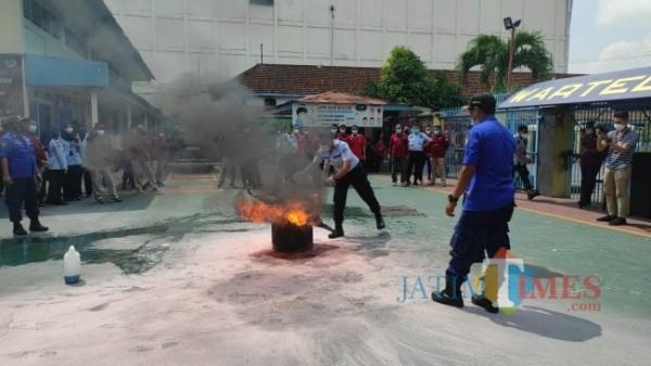 Petugas Lapas Blitar ikuti pelatihan penanggulangan kebakaran.(Foto : Team JATIMTIMES)