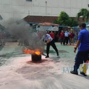 Antisipasi Kebakaran, Petugas Lapas Blitar Ikuti Pelatihan Penanggulangan Kebakaran