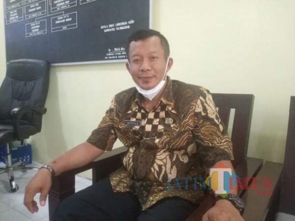 Sekretaris DLH Tulungagung Makrus Mannan di Kantornya. Selasa, 14/9/2021. (Foto: Muhsin/TulungagungTIMES)