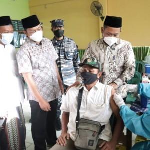 Bupati Gresik Apresiasi Serbuan Vaksinasi TNI AL yang Menyasar Santri Ponpes Al Karimi