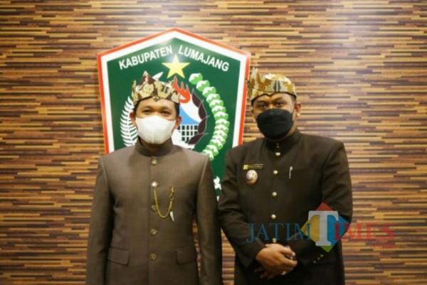 Bupati Lumajang (kiri)  H. Thoriqul Haq, M.ML (Foto: Bramastyo Dhieka Anugerah / Jatim Times)