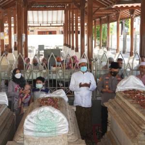 Segera Bertugas, AKBP Mochamad Nur Azis Ziarah ke Makam Wali di Gresik