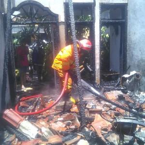 Ditinggal Kerja, Rumah di Gresik Ludes Terbakar
