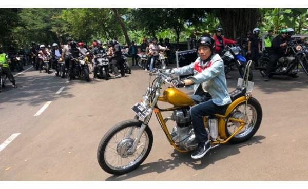 Presiden Joko Widodo mengendarai Choopperland (Foto: CNN Indonesia)