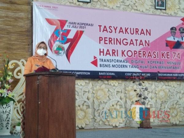 Wakil Bupati Lumajang Ir. . Hj. Indah Amperawati dan pimpinan koperasi dan perbankan di Lumajang ( Foto : Asmadi / JatimeTIMES )